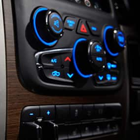 ram3500-interior-climate-controls-thumb