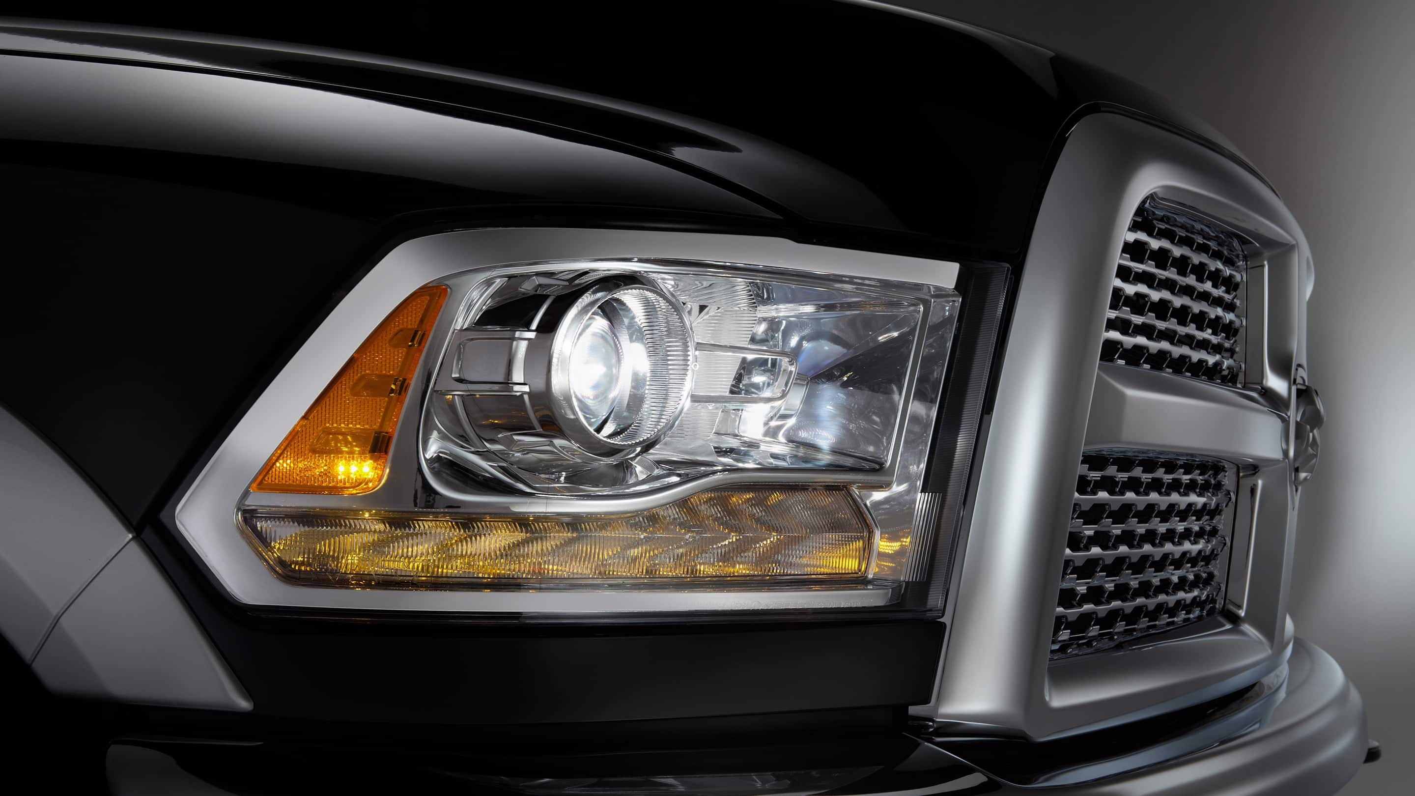 2018 Ram Trucks 2500 Headlamps