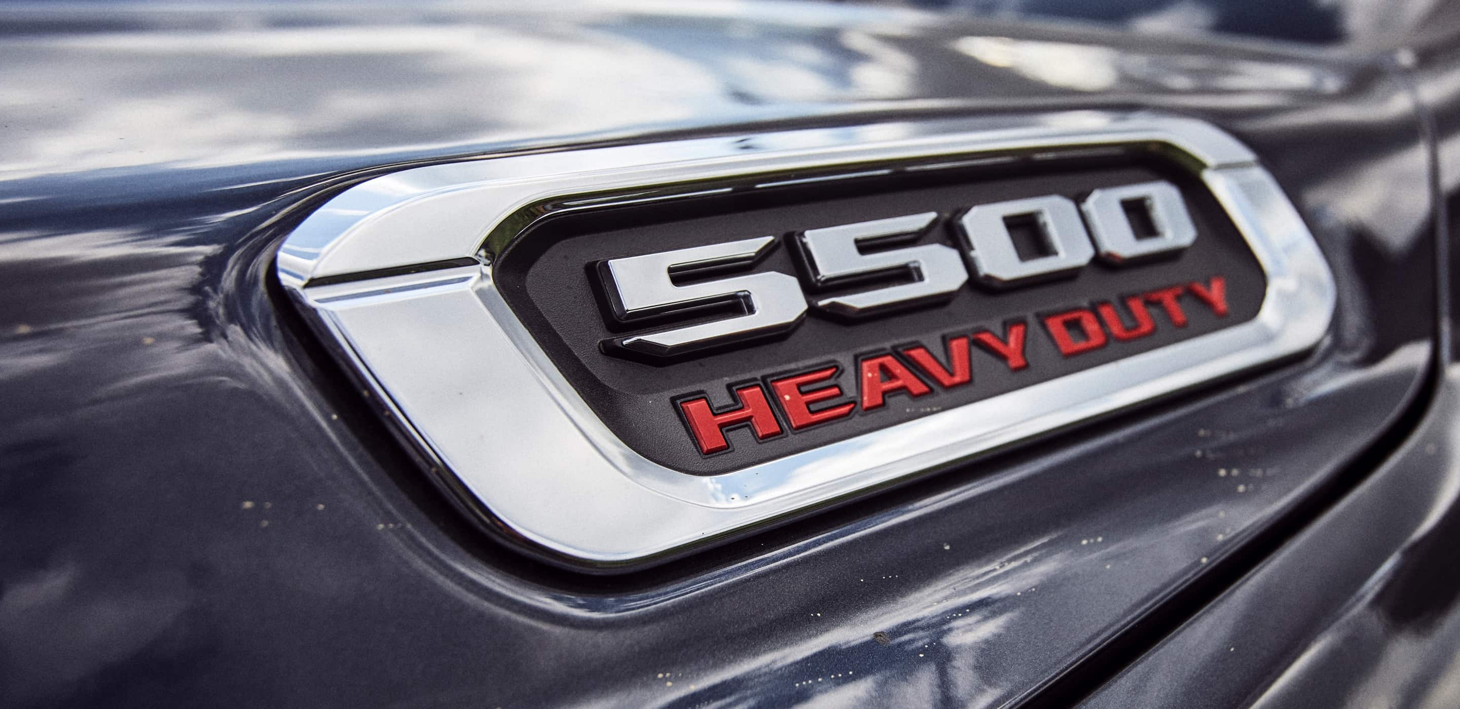 Display A close-up of the 5500 Heavy Duty badge on the 2020 Ram 5500 Chassis Cab.